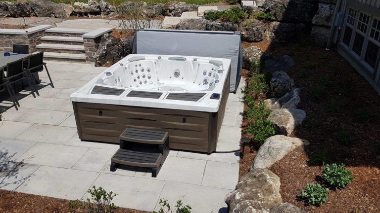 980 Series Kingston hot tub from the Sundance Spas brand.